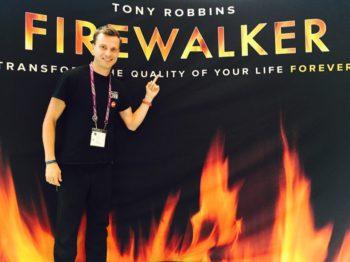 В качестве члена команды на семинаре Тони Роббинса в Нью-Йорке